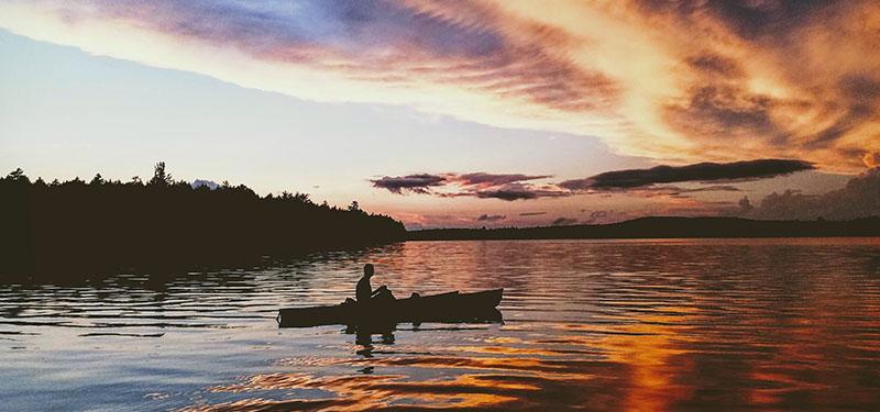 Kajakken bij zonsondergang in Noorwegen - Kajakkopen.com